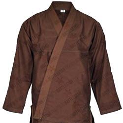 aa10375e88 Első mesterfokozattól a fekete vagy barna gi helyett viselhető a KUTEDO  színeivel megegyező öltözet is: Sárga kabát-fekete nadrág